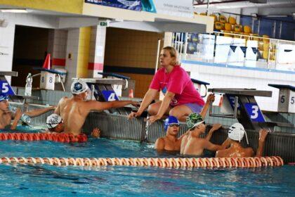 Pływacka mistrzyni ponownie z młodzieżą w Dębicy